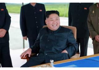 Довольный Ким Чен Ын снова пугает США ракетным ударом по Гуаму
