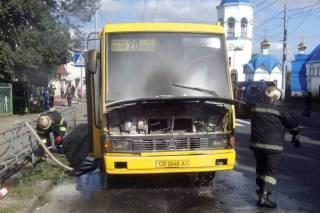 В Чернигове на ходу загорелась маршрутка с пассажирами