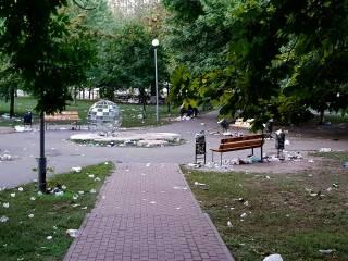 Столичные студенты на посвящении превратили в свалку парк возле КПИ. Впрочем, до львовских коллег им еще далеко