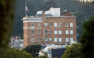 Полиция оцепила российское консульство в США. В двух дипучреждениях идут активные обыски