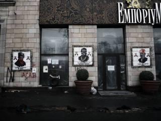 Салон мебели, на фасаде которого уничтожили патриотические граффити, закрылся