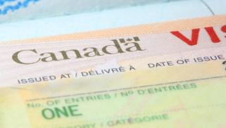 Каждому третьему украинцу отказывают в получении канадской визы