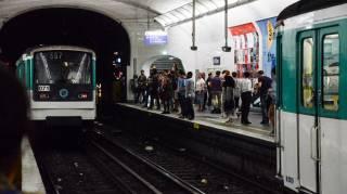 В парижском метро прогремел взрыв. Говорят, что это всего лишь технические неполадки