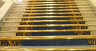 В кулуарах Рады появился ковер за 200 тысяч гривен. Пресс-служба уверяет, что это очень выгодно