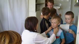 Получение медсправок для школьников превращается в ад для родителей. Иногда карман значительно пустеет