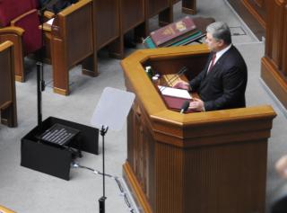 Сегодняшнее обращение к парламенту Порошенко читал с суфлера