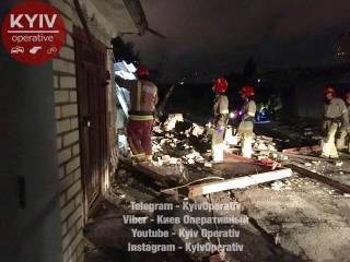 В столичном гаражном кооперативе рухнули сразу три гаража