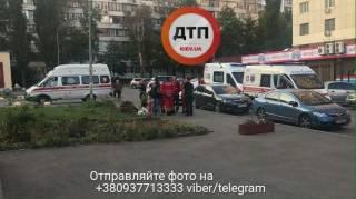В Киеве на детской площадке женщина открыла стрельбу. Пришлось поработать полиции и «скорой»