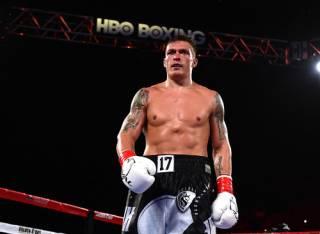 Александр Усик уверенно одолел Марко Хука и вышел в полуфинал Всемирной боксерской суперсерии