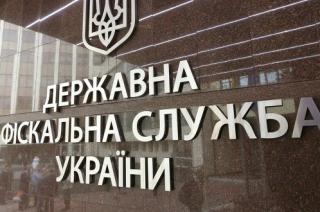Фискалы рассказали, почему не дали НАПК данные о давних доходах Порошенко
