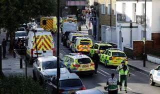 В результате взрыва в лондонском метро пострадали около 20 человек. Полиция нашла еще одну бомбу