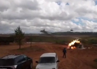 В России на учениях «Запад-2017» боевой вертолет дал залп по зрителям