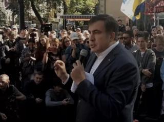 Саакашвили рассказал о складе налички в АП, намекнул Порошенко на опыт Януковича и отстранил своего пресс-секретаря