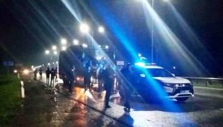 Ультрас «Карпат» остановили автобус клуба на трассе, чтобы «поговорить» с игроками. Пришлось задействовать спецназ