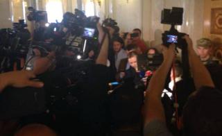Нардепы хотят пускать в парламент далеко не всех журналистов. «Счастливчикам» придется соблюдать дресс-код и забыть о столовой