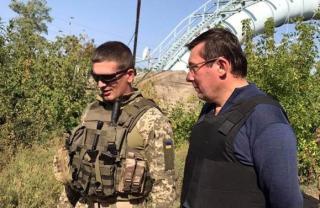 Луценко съездил в зону АТО и с удивлением обнаружил, что там безбожно воруют