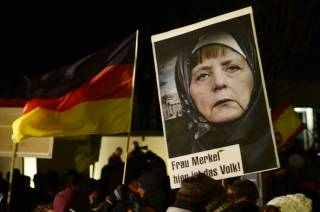 Партия Меркель лидирует на выборах в Бундестаг. Впервые с 1953 года в парламент проходят 6 политсил