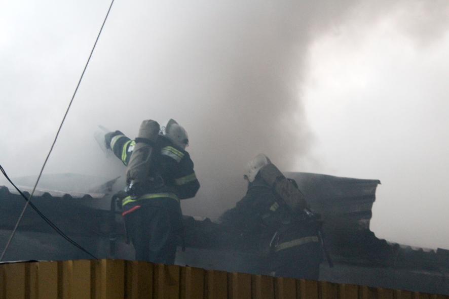ВПолтаве интенсивный пожар охватил центральный рынок