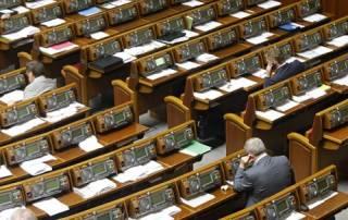 Названы главные депутаты-прогульщики сентября. Реже всех в Раде появлялись внефракционные нардепы