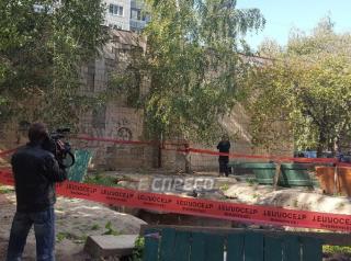 В одном из столичных дворов коммунальщики нашли труп без головы