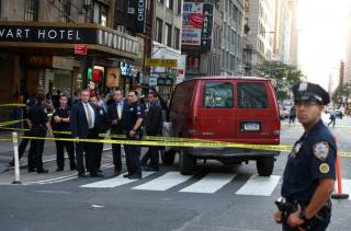 В центре Нью-Йорка грузовик въехал в толпу прохожих. Есть пострадавшие