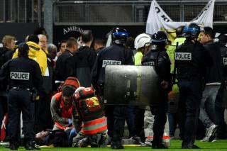 Во Франции во время матча обрушилась трибуна с болельщиками