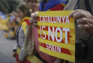 В Каталонии зафиксировали три смерти, а вопрос об отделении будет решен через несколько дней
