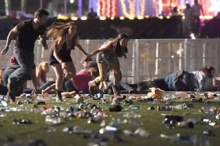 Количество погибших в результате стрельбы в Вегасе стремительно растет