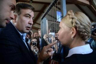Тимошенко вручили админпротокол о незаконном пересечении границы вместе с Саакашвили