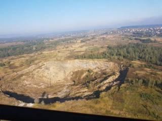После землетрясения на Львовщине образовалась огромная воронка. Люди боятся, что их дома уйдут под землю