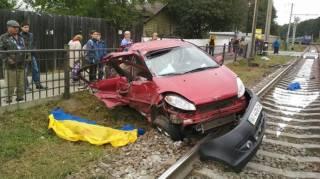 На Киевщине поезд протаранил легковушку. Свидетели говорят, что световых и звуковых сигналов на переезде не было