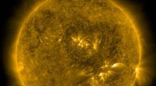 Астрономы разглядели на Солнце сердце. И решили, что оно таким образом извиняется за недавние магнитные бури