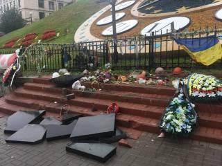 В Киеве вандал разрушил памятник Небесной сотне