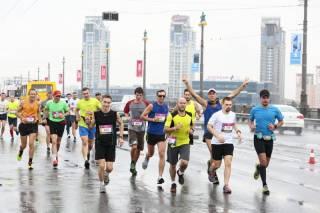 Участник ежегодного киевского марафона умер на ходу недалеко от Киево-Печерской Лавры