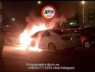 В Киеве сгорел автомобиль с номерами МВД Украины