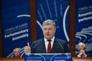 Выступая в ПАСЕ, Порошенко пообещал изменить скандальный закон об образовании