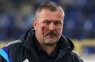 Ультрас «Днепра» прямо на стадионе избили нардепа Юрия Березу
