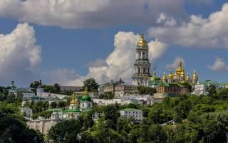 Настоятель Киево-Печерской Лавры просит власть предотвратить готовящийся захват православной святыни