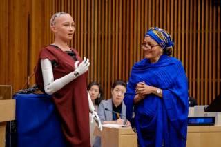 Робот, обещавший уничтожать и захватывать людей, рассказал в ООН, чем может быть полезен человечеству