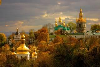 В Киево-Печерской лавре сегодня усиленно молятся и надеются, что Бог вразумит тех, кто собрался силой захватить православную святыню
