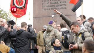 Во время Марша славы УПА задержали мужчину за нацистское приветствие