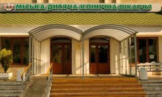Во Львове ранее сидевший мужчина разгромил приемное отделение детской больницы и избил врача
