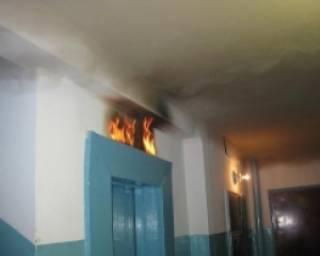 В Одессе загорелся лифт, внутри которого была женщина