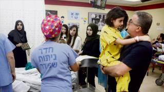 Чтобы спасти 9-летнюю девочку, врачи отрезали ей голову, а потом пришили обратно