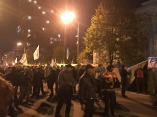 Митингующие под Верховной Радой подбили глаз нардепу Барне. И, довольные собой, разошлись до четверга