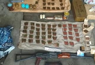 В Киеве нашли целый арсенал оружия. Говорят, предназначался для митингов у Верховной Рады