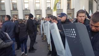 #Темадня: Cоцсети и эксперты отреагировали на столкновения в центре Киева