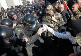 Силовики попытались взять штурмом палаточный городок в центре Киева
