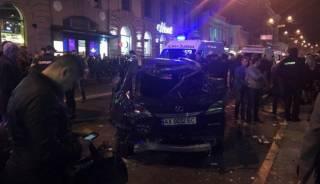 В Харькове внедорожник влетел в толпу людей на тротуаре. Как минимум, пятеро погибших
