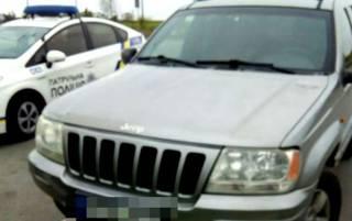 На Ровенщине полиция остановила джип с 9-летнем ребенком за рулем. При себе у него были обнаружены наркотики